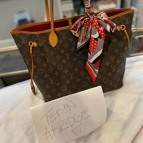 Louis Vuitton Handbags - SOLD ON FB-Neverfull MM with pouch